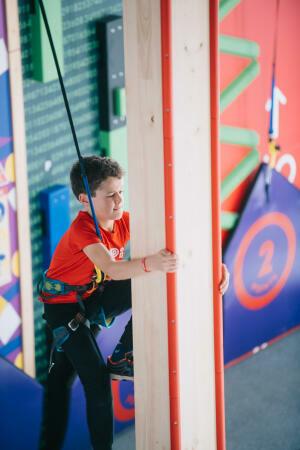 Beneficios de la escalada indoor para la salud de los niños
